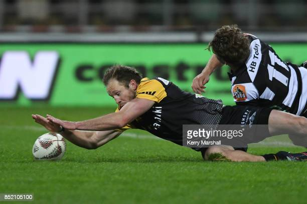 Marty McKenzie of Taranaki scores a try during the round six Mitre 10 Cup match between Hawke's Bay and Taranaki at McLean Park on September 23 2017...