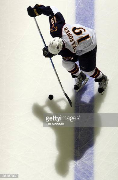 Marty Reasoner of the Atlanta Thrashers warms up before playing against the New Jersey Devils at the Prudential Center on December 28 2009 in Newark...