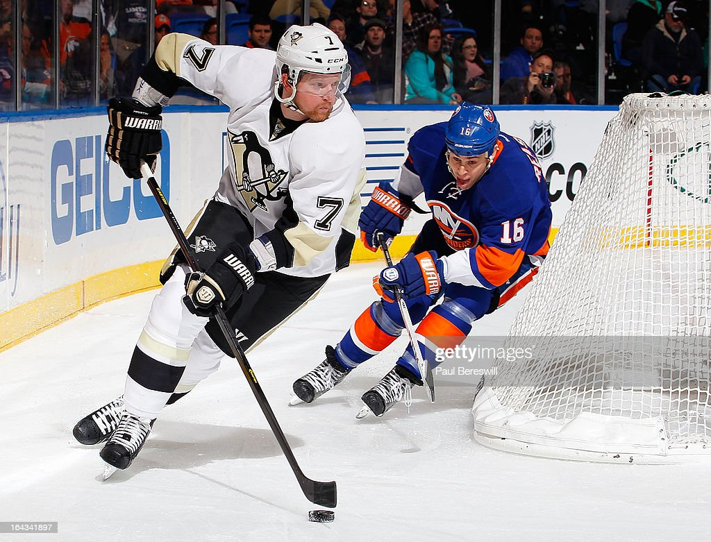 Marty Reasoner #16 of the New York Islanders pursues Paul Martin #7 of the Pittsburgh Penguins in an NHL hockey game at Nassau Veterans Memorial Coliseum on March 22, 2013 in Uniondale, New York.