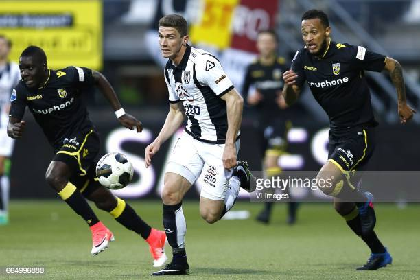 Marvelous Nakamba of Vitesse Arnhem Robin Gosens of Heracles Almelo Lewis Baker of Vitesse Arnhemduring the Dutch Eredivisie match between Heracles...