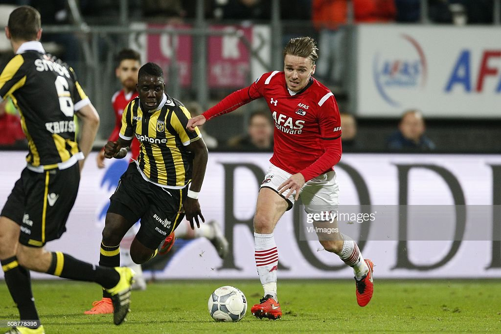 , Marvelous Nakamba of Vitesse, Ben Rienstra of AZ Alkmaar during the Dutch Eredivisie match between AZ Alkmaar and Vitesse Arnhem at AFAS stadium on February 06, 2016 in Alkmaar, The Netherlands