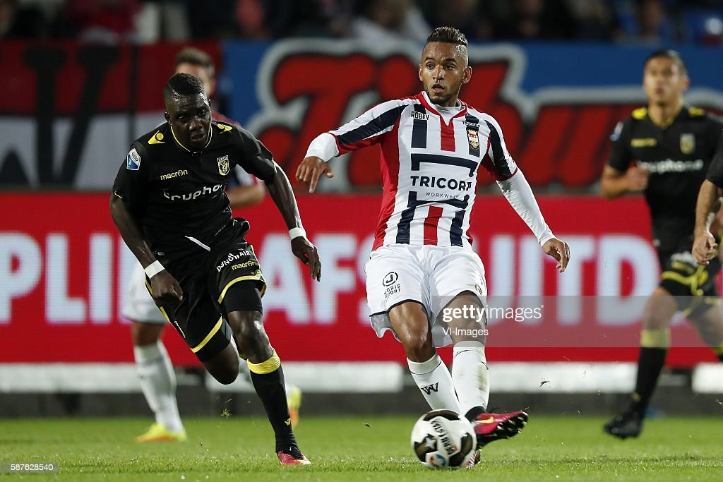 Marvelous Nakamba of Vitesse Funso Ojo of Willem II during the Dutch Eredivisie match between Willem II and Vitesse on august 6 2016 at the Koning...