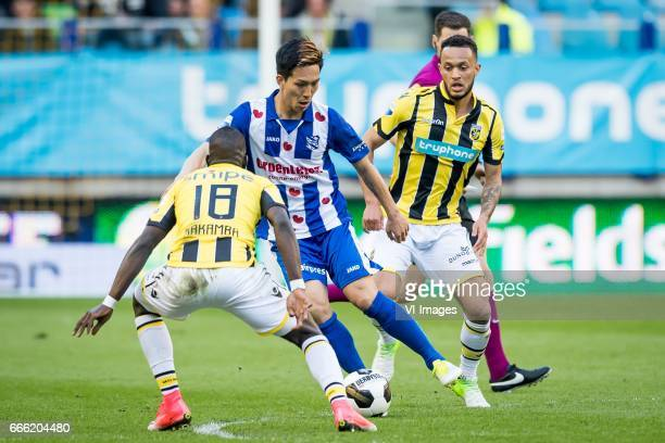 Marvelous Nakamba of Vitesse Yuki Kobayashi of sc Heerenveen Lewis Baker of Vitesseduring the Dutch Eredivisie match between Vitesse Arnhem and sc...