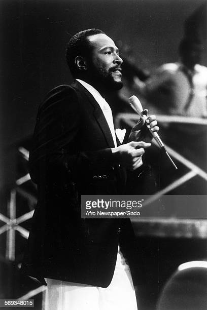 Marvin Gaye singing on stage 1970