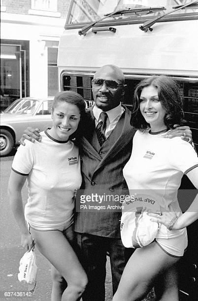 Marvin Hagler centre poses with Del Adey Jones right and Greta Schmidt left at a press conference