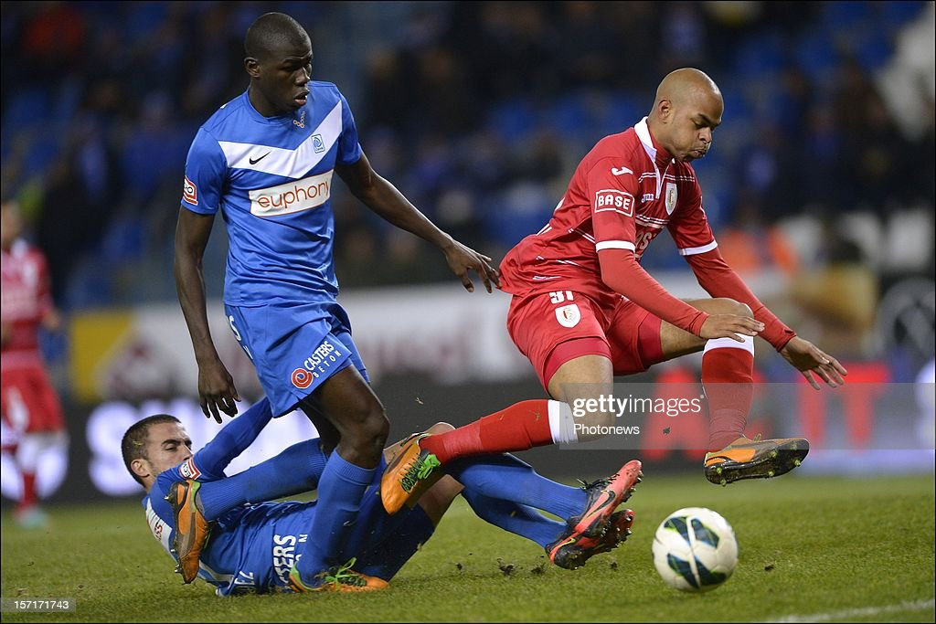 Marvin Ogunjimi of Standard is tackled by Dani Fernandez and Kalidou Koulibaly of KRC Genk during the Cofidis Cup 1/8 final match between KRC Genk and Standard Liege on November 29, 2012 in Genk , Belgium.