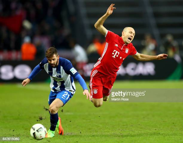 Marvin Plattenhardt of Berlin and Arjen Robben of Muenchen battle for the ball during the Bundesliga match between Hertha BSC and Bayern Muenchen at...