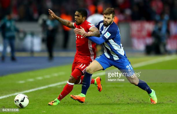 Marvin Plattenhardt of Berlin and Douglas Costa of Muenchen battle for the ball during the Bundesliga match between Hertha BSC and Bayern Muenchen at...