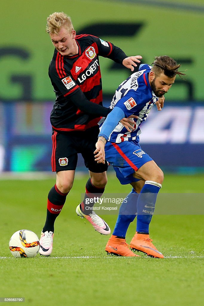 <a gi-track='captionPersonalityLinkClicked' href=/galleries/search?phrase=Marvin+Plattenhardt&family=editorial&specificpeople=5616506 ng-click='$event.stopPropagation()'>Marvin Plattenhardt</a> of Berlin (R) challenges <a gi-track='captionPersonalityLinkClicked' href=/galleries/search?phrase=Julian+Brandt&family=editorial&specificpeople=7840042 ng-click='$event.stopPropagation()'>Julian Brandt</a> of Leverkusen (L) during the Bundesliga match between Bayer Leverkusen and Hertha BSC Berlin at BayArena on April 30, 2016 in Leverkusen, Germany.