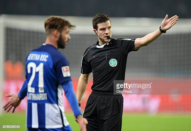 Marvin Plattenhardt of Hertha BSC and referee Harm Osmers during the game between Hertha BSC and Werder Bremen on december 10 2016 in Berlin Germany