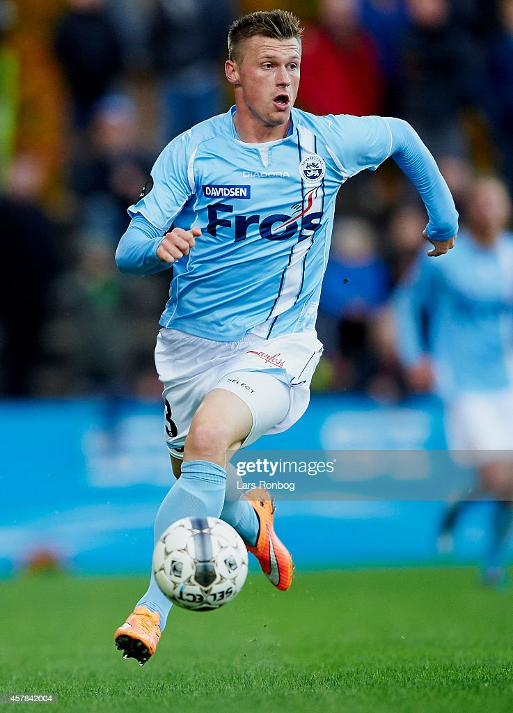 marvin-pourie-of-sonderjyske-controls-the-ball-during-the-danish-picture-id457842004 Superliga
