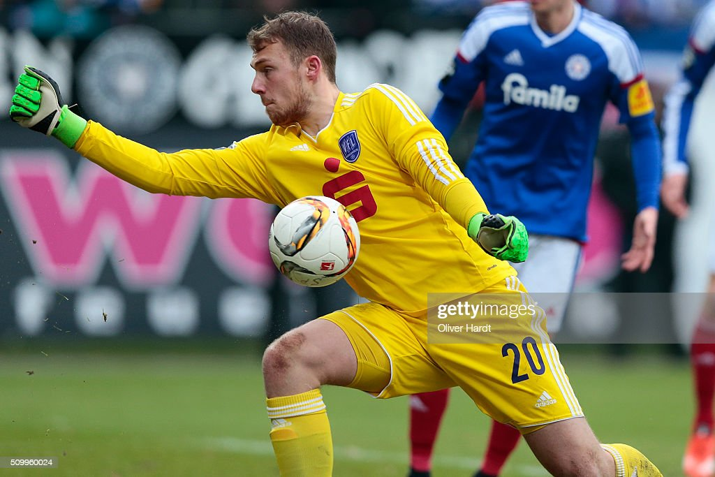 Marvin Schwaebe of Osnabrueck in action during the 3 liga match between Holstein Kiel and VfL Osnabrueck at Holstein-Stadion on February 13, 2016 in Kiel, Germany.