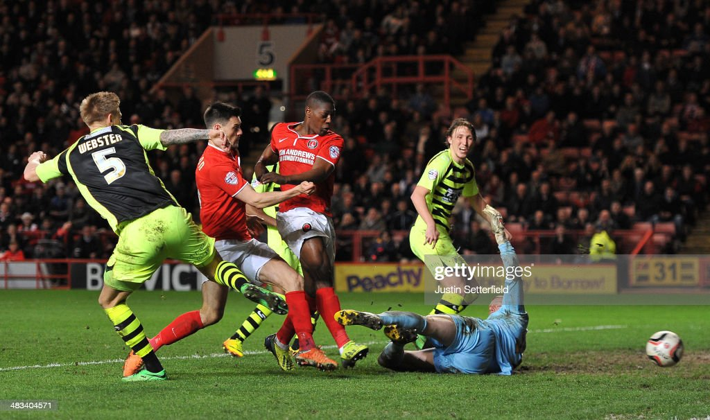 Marvin Sordell of Charlton scores Charlton's 3rd goal during the Sky Bet Championship match between Charlton Athletic and Yeovil Town at The Valley...