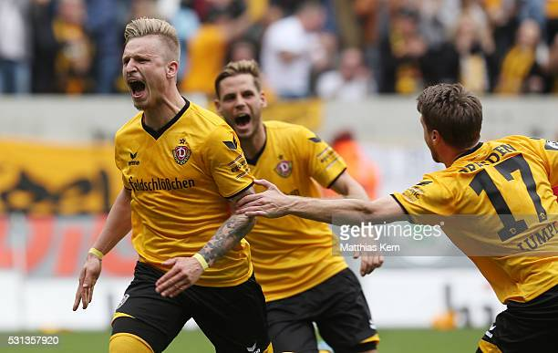 Marvin Stefaniak of Dresden jubilates with team mates after scoring the second goal during the third league match between SG Dynamo Dresden and SG...