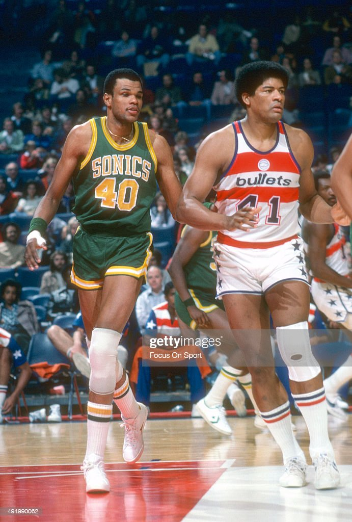 Marvin Webster #40 of the Seattle Supersonics works for position on <a gi-track='captionPersonalityLinkClicked' href=/galleries/search?phrase=Wes+Unseld&family=editorial&specificpeople=212864 ng-click='$event.stopPropagation()'>Wes Unseld</a> #41 of the Washington Bullets during an NBA basketball game circa 1977 at the Capital Centre in Landover, Maryland. Webster played for the Supersonics from 1977-78.