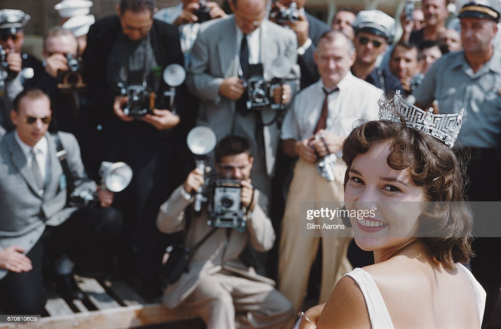 Mary Ann Mobley (1937 - 2014) of Mississippi is crowned Miss America 1959 in Atlantic City, New Jersey, 6th September 1958.