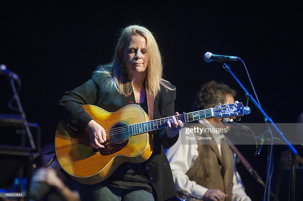 <a gi-track='captionPersonalityLinkClicked' href=/galleries/search?phrase=Mary+Chapin+Carpenter&family=editorial&specificpeople=1192460 ng-click='$event.stopPropagation()'>Mary Chapin Carpenter</a> performs on stage as part of Transatlantic Sessions at Celtic Connections Festival 2013 at Glasgow Royal Concert Hall on February 1, 2013 in Glasgow, Scotland.