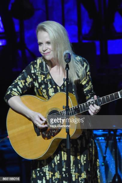 Mary Chapin Carpenter performs onstage at the Country Music Hall of Fame and Museum Medallion Ceremony to celebrate 2017 hall of fame inductees Alan...