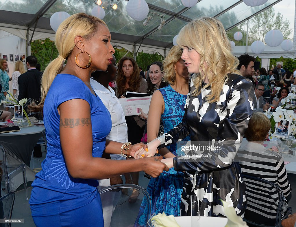 <a gi-track='captionPersonalityLinkClicked' href=/galleries/search?phrase=Mary+J.+Blige&family=editorial&specificpeople=171124 ng-click='$event.stopPropagation()'>Mary J. Blige</a> (L) and <a gi-track='captionPersonalityLinkClicked' href=/galleries/search?phrase=Emma+Stone&family=editorial&specificpeople=672023 ng-click='$event.stopPropagation()'>Emma Stone</a> attend the 2013 Peace, Love & A Cure Triple Negative Breast Cancer Foundation Benefit on May 21, 2013 in Cresskill, New Jersey.