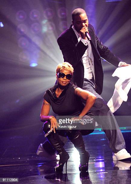 Mary J Blige and Method Man on stage at the 2009 VH1 Hip Hop Honors at the Brooklyn Academy of Music on September 23 2009 in New York City