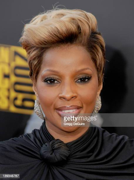 Mary J Blige arrives at '2009 American Music Awards' at the Nokia Theater LA Live on November 22 2009 in Los Angeles California