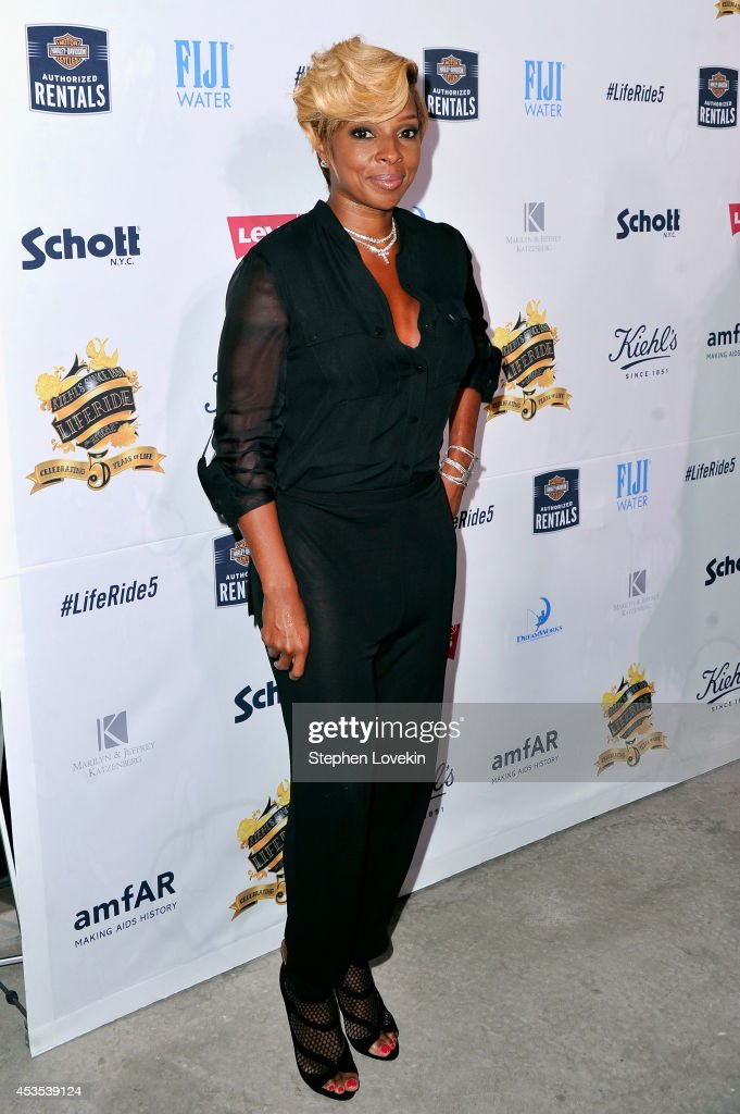 <a gi-track='captionPersonalityLinkClicked' href=/galleries/search?phrase=Mary+J.+Blige&family=editorial&specificpeople=171124 ng-click='$event.stopPropagation()'>Mary J. Blige</a> attends Kiehl's LifeRide for amfAR co-hosted by FIJI Water on August 12, 2014 in New York City.