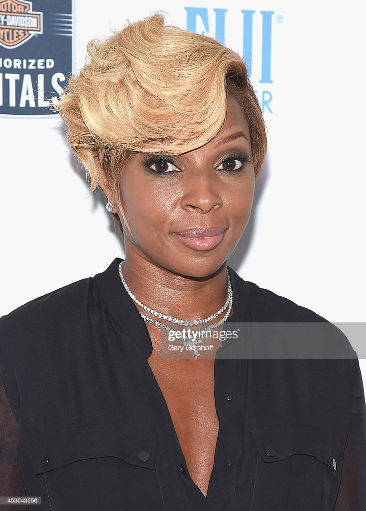 <a gi-track='captionPersonalityLinkClicked' href=/galleries/search?phrase=Mary+J.+Blige&family=editorial&specificpeople=171124 ng-click='$event.stopPropagation()'>Mary J. Blige</a> attends the 5th Annual Kiehl's LifeRide for amfAR Finale Celebration on August 12, 2014 in New York City.