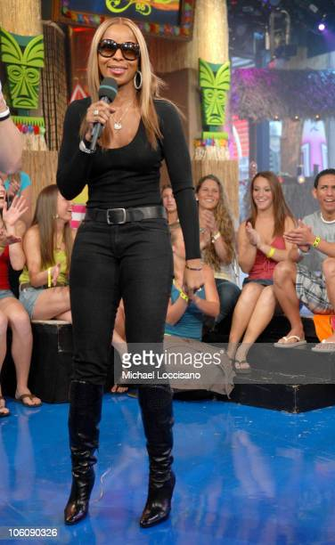 Mary J Blige during Mary J Blige and Sean Paul Visit MTV's 'TRL' March 20 2006 at MTV Studios Times Square in New York City New York United States