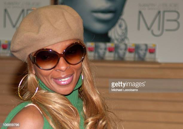 Mary J Blige during Mary J Blige Launches Her Album 'The Breakthrough' at FYE in New York City December 20 2005 at FYE 53rd St and 6th Ave in New...