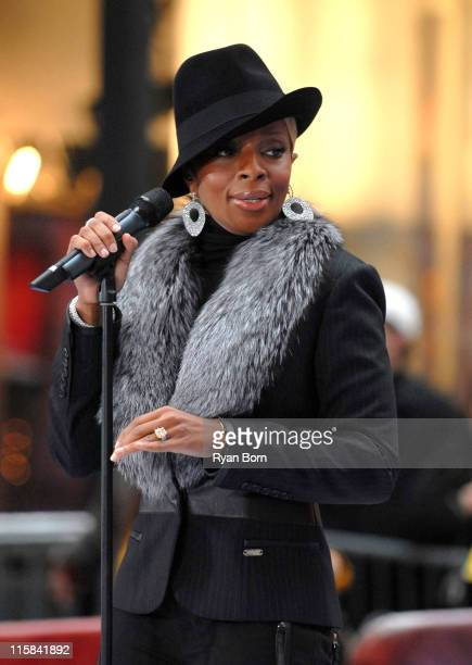 Mary J Blige during Mary J Blige Performs On 'The Today Show' December 15 2006 at Dean and Deluca Plaza at Rockefeller Center in New York City New...