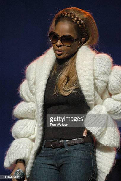 Mary J Blige during Taping of the Jamie Foxx TV Special 'Unpredictable' January 20 2006 at Orpheum Theatre in Los Angeles California United States