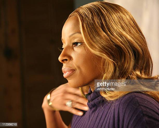 Mary J Blige during Vh1 Classic Studio Session With Mary J Blige at VH1 Studios in New York City New York United States
