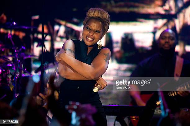 Mary J Blige performs at BET's 'Words Music With Mary J Blige' at BET Studios on December 15 2009 in New York City The performance will air on...