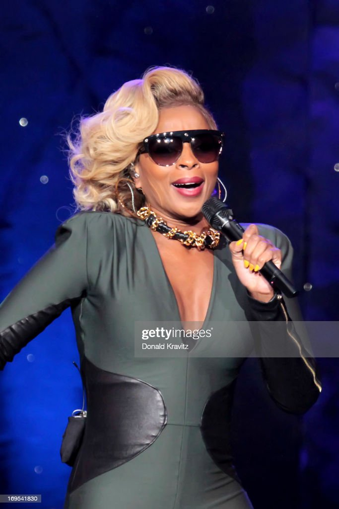 <a gi-track='captionPersonalityLinkClicked' href=/galleries/search?phrase=Mary+J.+Blige&family=editorial&specificpeople=171124 ng-click='$event.stopPropagation()'>Mary J. Blige</a> performs at Caesars Circus Maximus Theater on May 26, 2013 in Atlantic City, New Jersey.