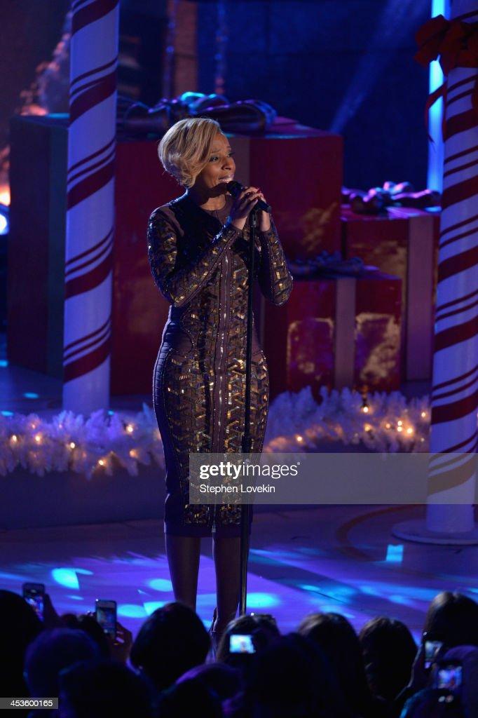 Mary J. Blige performs during 81st Annual Rockefeller Center Christmas Tree Lighting Ceremony at Rockefeller Center on December 4, 2013 in New York City.