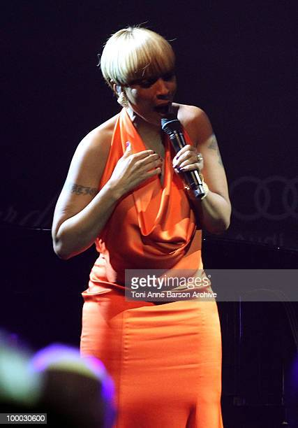 Mary J Blige performs during amfAR's Cinema Against AIDS 2010 benefit gala at the Hotel du Cap on May 20 2010 in Antibes France