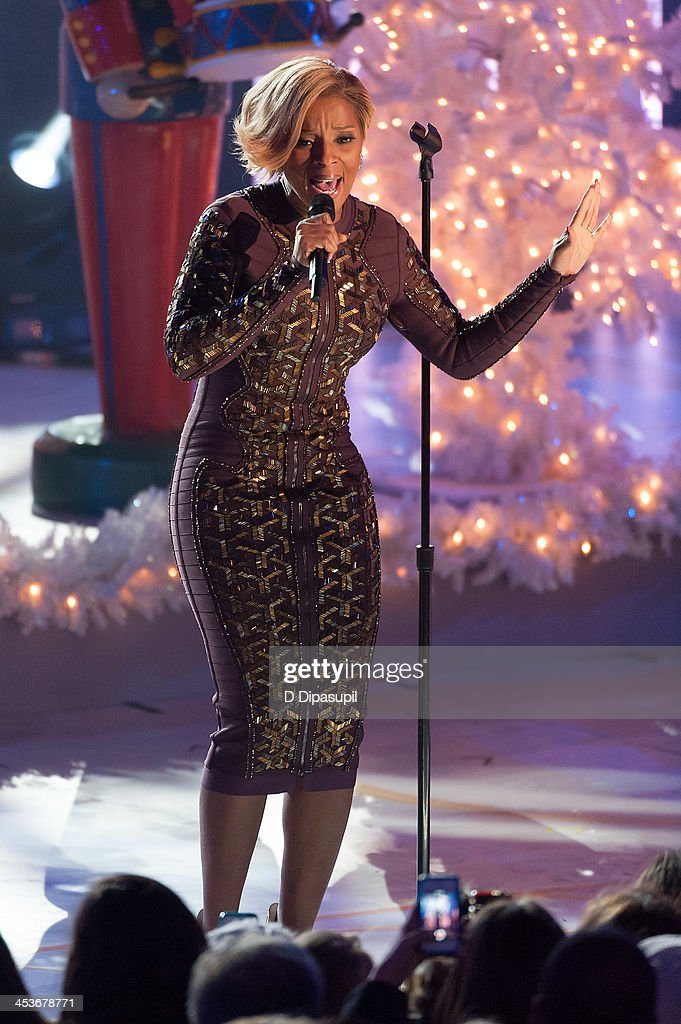 <a gi-track='captionPersonalityLinkClicked' href=/galleries/search?phrase=Mary+J.+Blige&family=editorial&specificpeople=171124 ng-click='$event.stopPropagation()'>Mary J. Blige</a> performs during the 81st annual Rockefeller Center Christmas Tree Lighting Ceremony on December 4, 2013 in New York City.
