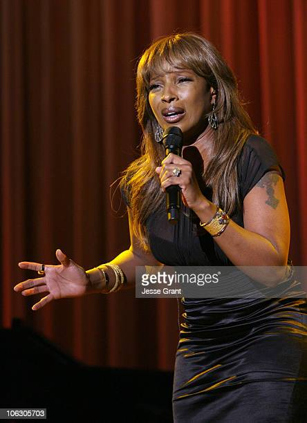 Mary J Blige performs 'One' during 2007 Taste for a Cure at Beverly Wilshire Hotel in Beverly Hills California United States