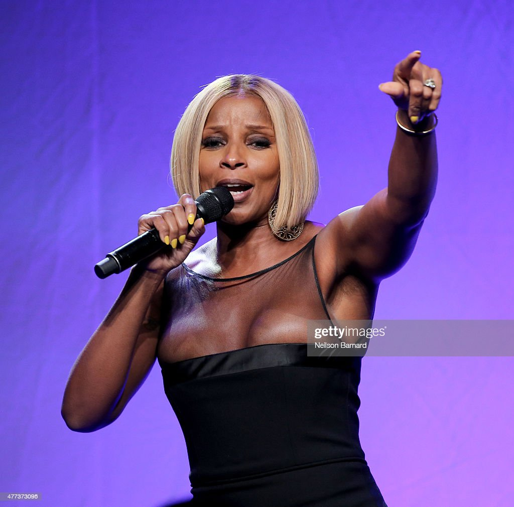 <a gi-track='captionPersonalityLinkClicked' href=/galleries/search?phrase=Mary+J.+Blige&family=editorial&specificpeople=171124 ng-click='$event.stopPropagation()'>Mary J. Blige</a> performs onstage at the 2015 amfAR Inspiration Gala New York at Spring Studios on June 16, 2015 in New York City.