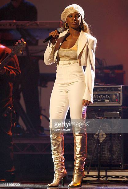 Mary J Blige performs 'We Ride '