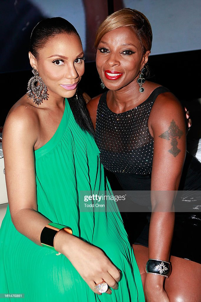 <a gi-track='captionPersonalityLinkClicked' href=/galleries/search?phrase=Mary+J.+Blige&family=editorial&specificpeople=171124 ng-click='$event.stopPropagation()'>Mary J. Blige</a> poses at the Los Angeles Confidential Magazine and <a gi-track='captionPersonalityLinkClicked' href=/galleries/search?phrase=Mary+J.+Blige&family=editorial&specificpeople=171124 ng-click='$event.stopPropagation()'>Mary J. Blige</a> Celebrate THE GRAMMYS at Elevate Lounge on February 10, 2013 in Los Angeles, California.