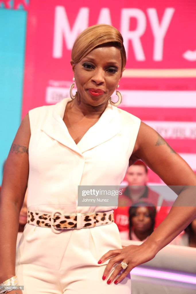<a gi-track='captionPersonalityLinkClicked' href=/galleries/search?phrase=Mary+J.+Blige&family=editorial&specificpeople=171124 ng-click='$event.stopPropagation()'>Mary J. Blige</a> visits at 106 & Park Studio on January 28, 2013 in New York City.