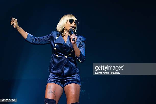 Mary Jane Blige performs at Le Zenith on October 16 2016 in Paris France