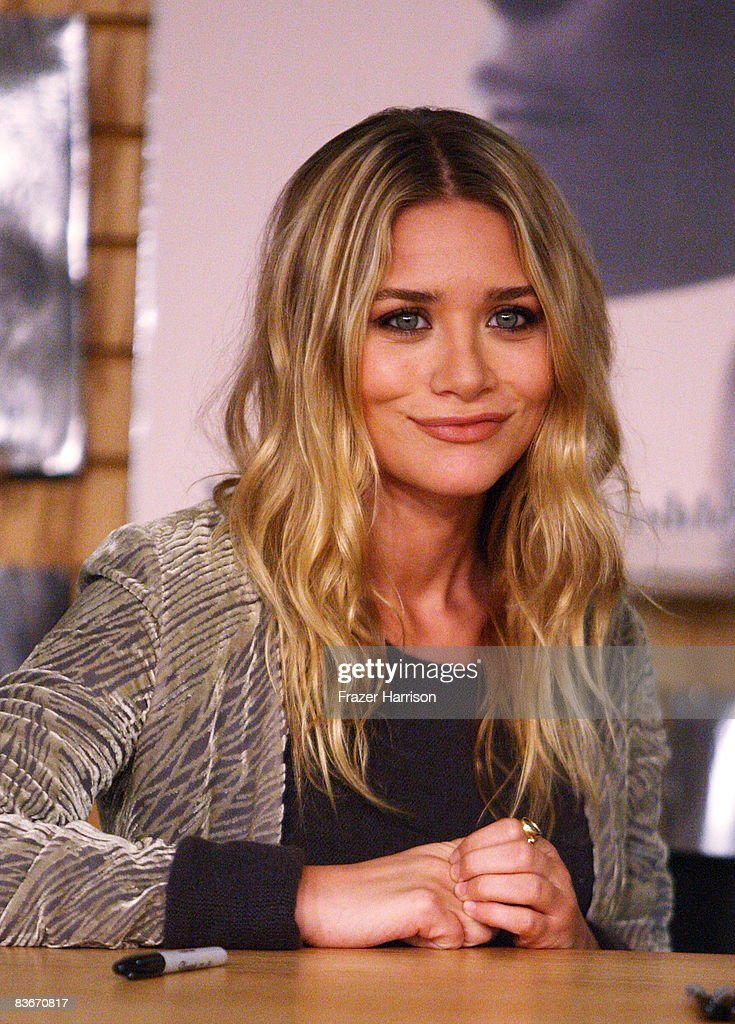 Mary Kate Olsen who attended a book signing session for 'Influence' on Novenber 12, 2008 at Borders books store in Westwood, California.