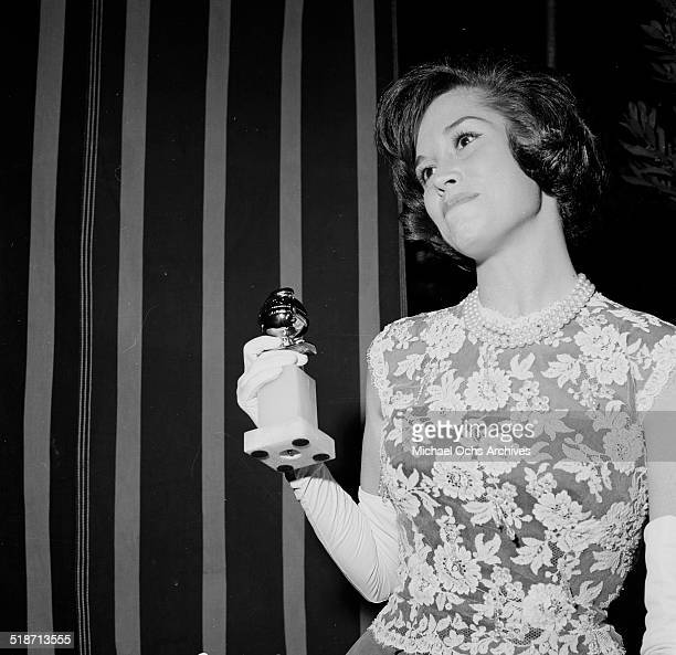 Mary Tyler Moore poses with a Golden Globe in Los AngelesCA