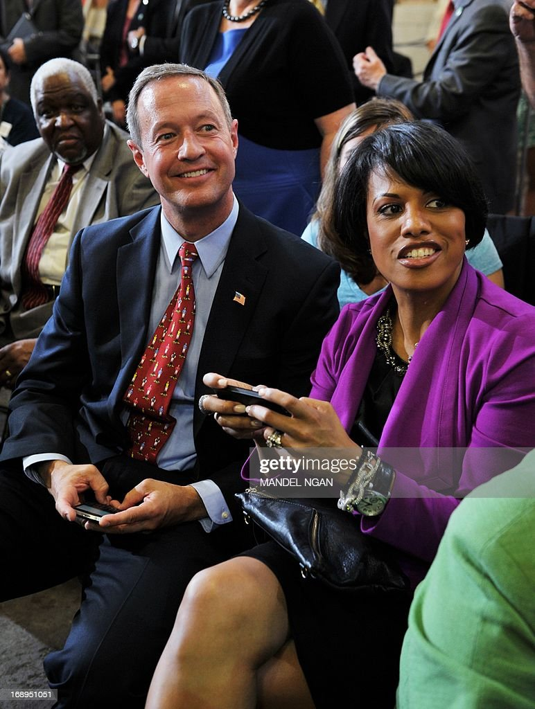 Maryland Governor Martin O'Malley (L) and Baltimore Mayor Stephanie Rawlings-Blake (R) are seated before remarks by US President Barack Obama following a tour of Ellicott Dredges on May 17, 2013 in Baltimore, Maryland. Obama is visiting Baltimore on what the administration called ' his second Middle Class Jobs and Opportunity Tour'. AFP PHOTO/Mandel NGAN