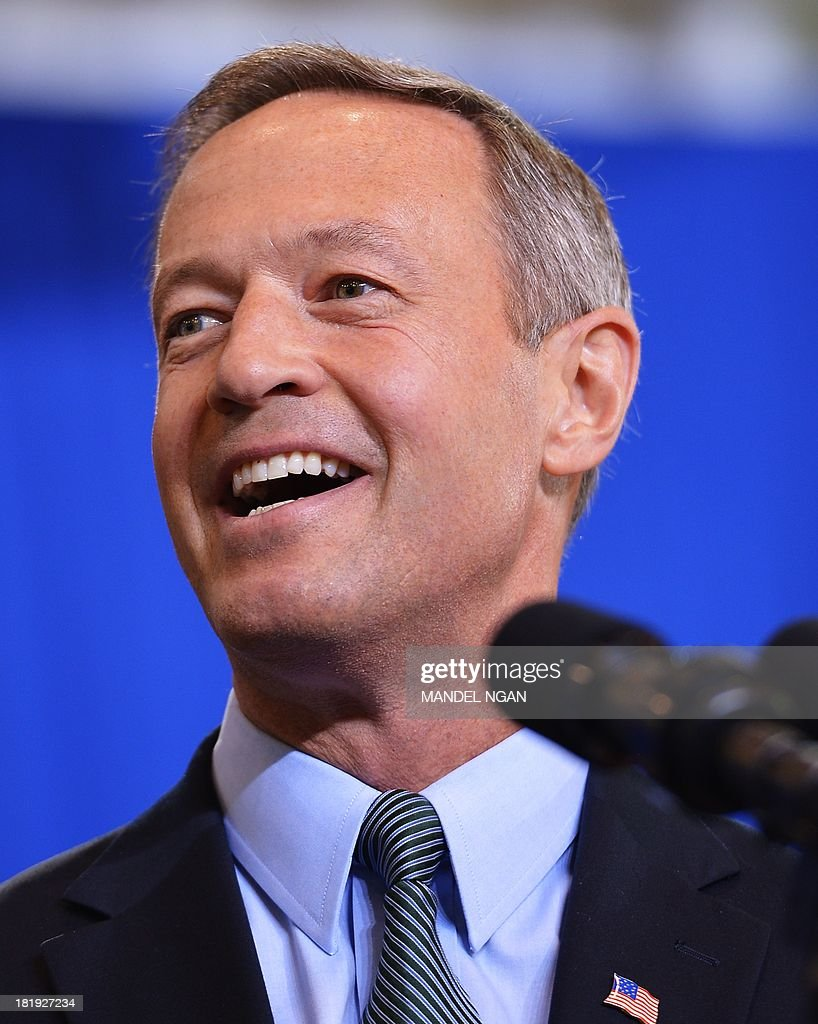 Maryland Governor Martin O'Malley introduces US President Barack Obama at Prince Georges Community College on September 26, 2013 in Largo, Maryland. AFP PHOTO/Mandel NGAN