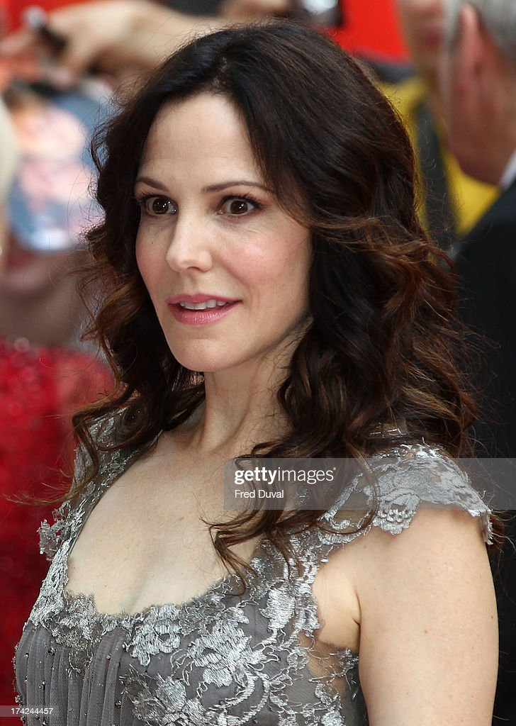 <a gi-track='captionPersonalityLinkClicked' href=/galleries/search?phrase=Mary-Louise+Parker&family=editorial&specificpeople=208766 ng-click='$event.stopPropagation()'>Mary-Louise Parker</a> attends the Red 2 Premiere at Empire Leicester Square on July 22, 2013 in London, England.