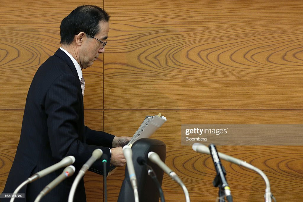 Masaaki Shirakawa, governor of the Bank of Japan, leaves a news conference at the central bank's headquarters in Tokyo, Japan, on Thursday, March 7, 2013. The Bank of Japan rejected a call for an immediate start to open-ended asset purchases in Governor Masaaki Shirakawa's final meeting before a new leadership takes over at the central bank. Photographer: Kiyoshi Ota/Bloomberg via Getty Images