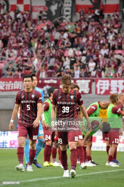 Masahiko Inoha and Vissel Kobe players show dejection after their 12 defeat in the JLeague J1 match between Vissel Kobe and Cerezo Osaka at Noevir...